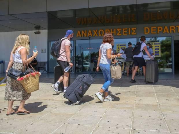 Τουρισμός: «Διευκολύνει τα ταξίδια προς Ελλάδα η Γερμανία» - Έφτασαν οι πρώτοι τουρίστες στην Κρήτη