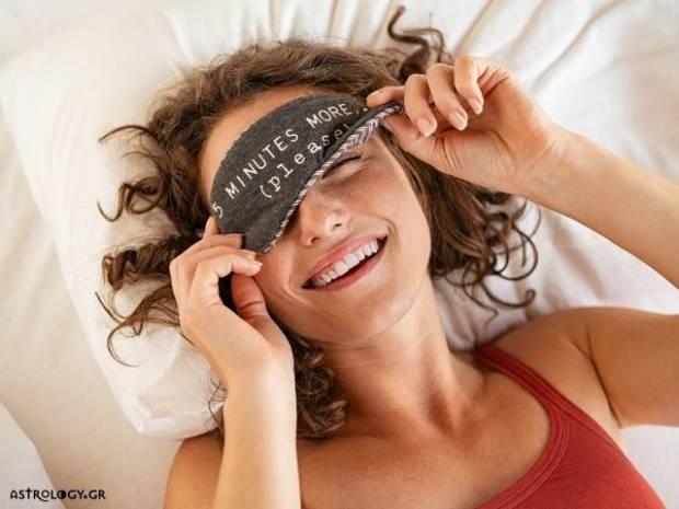 Τα 4 ζώδια που λατρεύουν τον ύπνο