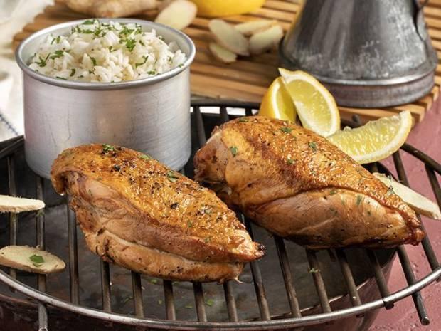Συνταγή για καπνιστό στήθος κοτόπουλου από τον Άκη Πετρετζίκη