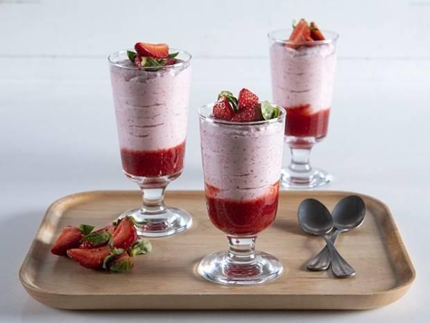 Συνταγή για μους φράουλας από τον Άκη Πετρετζίκη