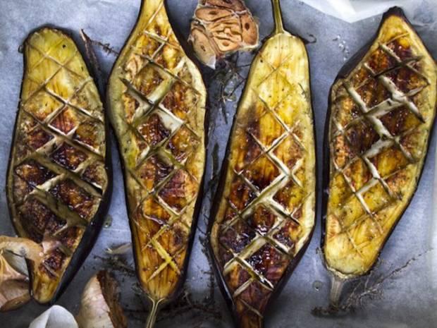 Συνταγή για μελιτζάνες κονφί από τον Άκη Πετρετζίκη