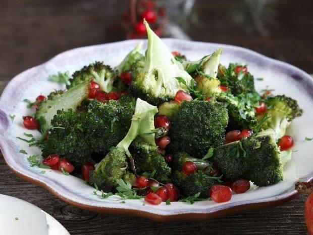 Συνταγή για σαλάτα με ψητό μπρόκολο από τον Άκη Πετρετζίκη