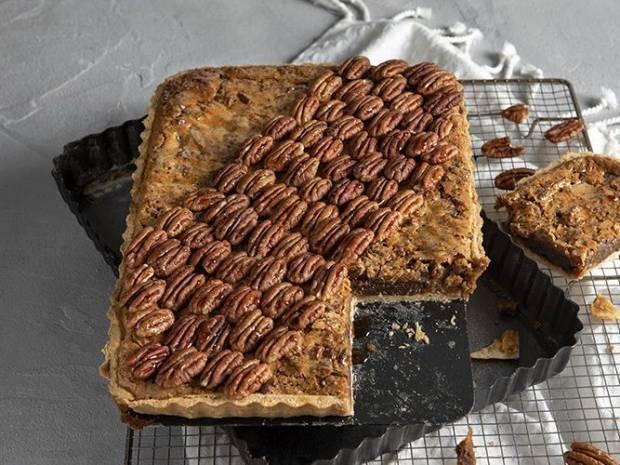 Συνταγή για τάρτα με πεκάν, σοκολάτα και καραμέλα από τον Άκη Πετρετζίκη