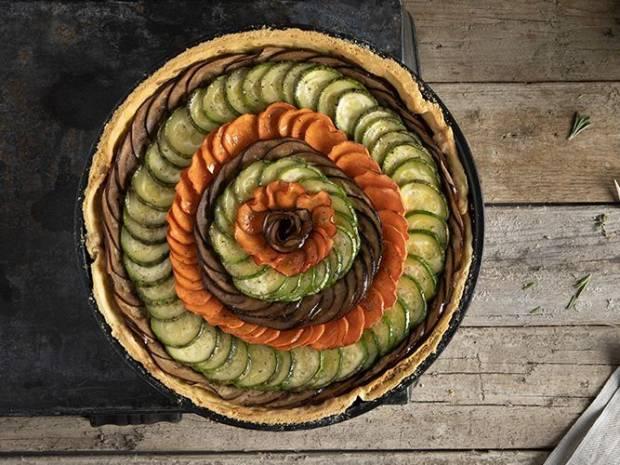 Συνταγή για τάρτα λαχανικών από τον Άκη Πετρετζίκη