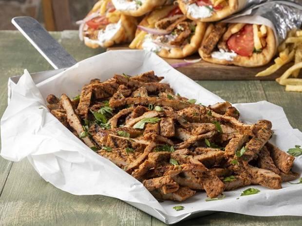 Συνταγή για σουβλάκι με γρήγορο γύρο χοιρινό από τον Άκη Πετρετζίκη