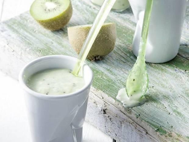 Συνταγή για smoothie green power από τον Άκη Πετρετζίκη