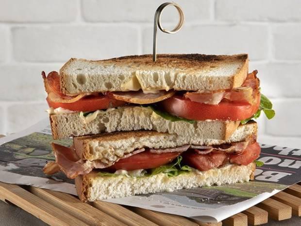 Συνταγή για BLT σάντουιτς από τον Άκη Πετρετζίκη