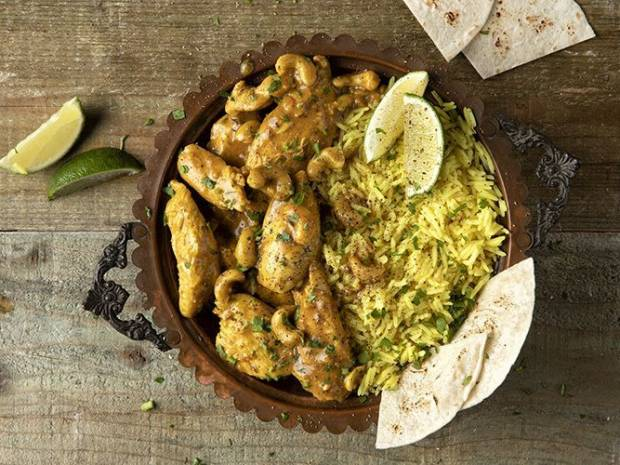 Συνταγή για κοτόπουλο με κάρι από τον Άκη Πετρετζίκη