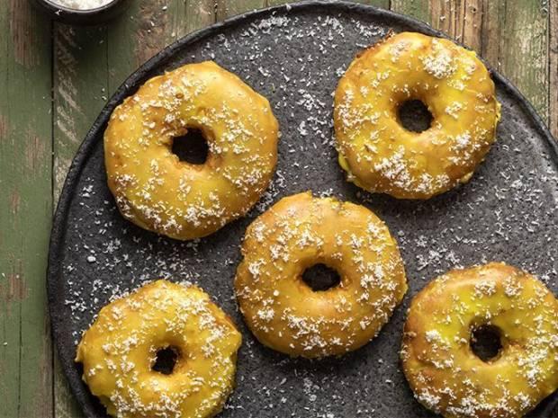 Συνταγή για λουκουμάδες ανανά από τον Άκη Πετρετζίκη