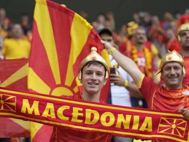 Euro 2020: Προκλητικοί Σκοπιανοί – Κασκόλ με το όνομα «Μακεδονία» και… Μεγαλέξανδροι στις κερκίδες