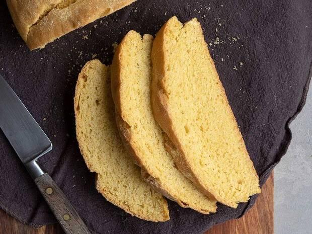 Συνταγή για κλασικό καλαμποκόψωμο από τον Άκη Πετρετζίκη