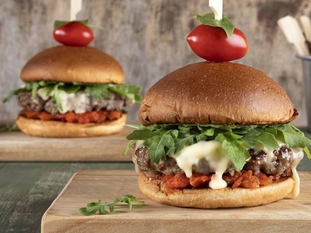 Συνταγή για Italian burger από τον Άκη Πετρετζίκη