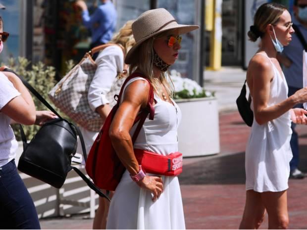 Κορονοϊός: Άμεσα τέλος στην απαγόρευση κυκλοφορίας, αλλαγές σε εστίαση, παραλίες, μάσκες, δεξιώσεις