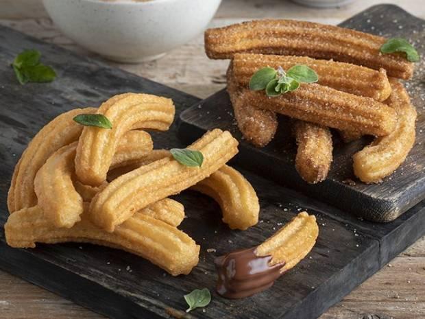 Συνταγή για γρήγορα churros από τον Άκη Πετρετζίκη