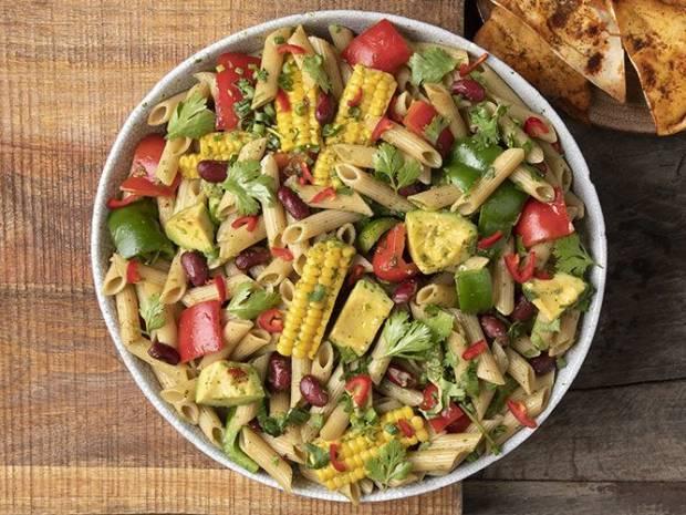 Συνταγή για healthy μεξικάνικη σαλάτα ζυμαρικών (high protein) από τον Άκη Πετρετζίκη
