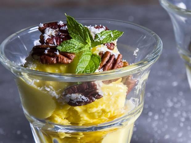 Συνταγή για νηστίσιμο παγωτό μάνγκο από τον Άκη Πετρετζίκη