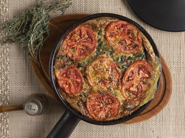 Συνταγή για φριτάτα λαχανικών από τον Άκη Πετρετζίκη