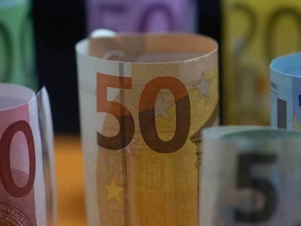 Κατώτατος μισθός: Ανακοινώθηκε η αύξηση του - Πόσα χρήματα θα πάρουν οι εργαζόμενοι