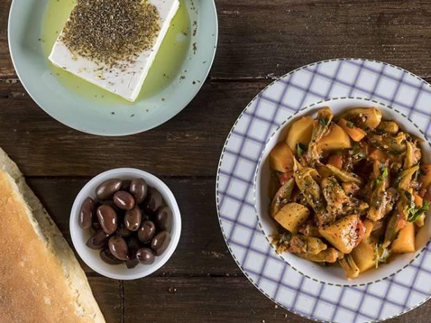 Συνταγή για μπάμιες λαδερές από τον Άκη Πετρετζίκη