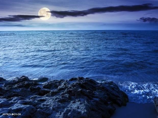 Ζώδια Σήμερα 22/08: Πανσέληνος (Blue Moon) στον Υδροχόο – Όλα πάνε καλά και δεν έχεις ανάγκη κανέναν