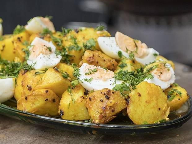 Συνταγή για πατατοσαλάτα με αβγά από τον Άκη Πετρετζίκη