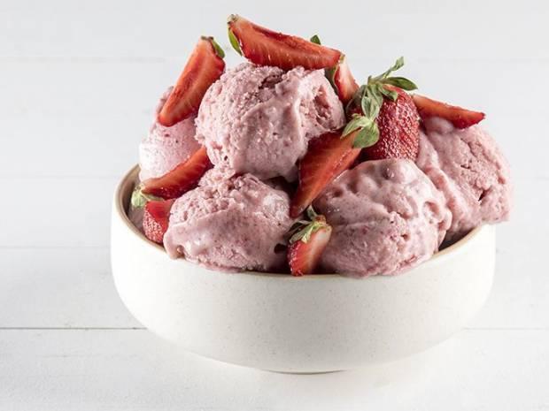 Συνταγή για παγωτό light με 3 υλικά από τον Άκη Πετρετζίκη