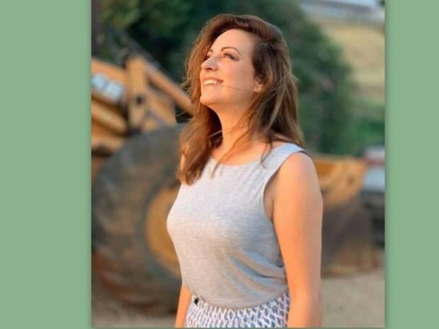 Ευαγγελία Μουμούρη: Δείτε την στα 50 της με μαγιό και χωρίς ρετούς - Το μήνυμά της στις γυναίκες