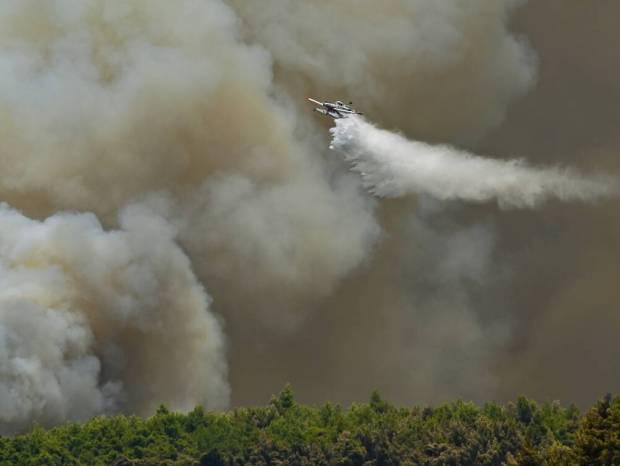 Bαρυμπόμπη: Σε απόσταση αναπνοής από τη Δροσοπηγή οι φλόγες - Μήνυμα 112 «εκκενώστε ΤΩΡΑ»