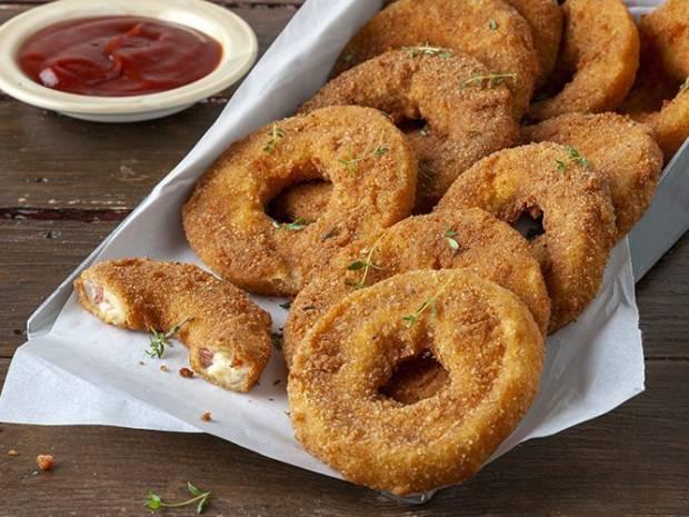 Συνταγή για γεμιστά Onion Rings από τον Άκη Πετρετζίκη