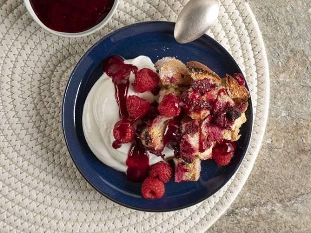 Συνταγή για crumble με raspberries από τον Άκη Πετρετζίκη