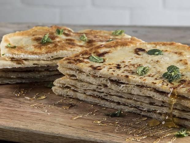 Συνταγή για Σφακιανή πίτα από τον Άκη Πετρετζίκη