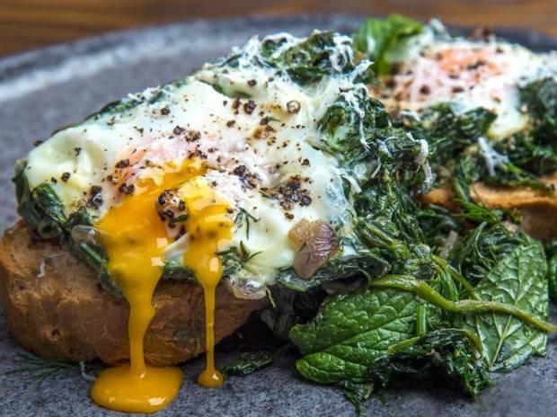 Συνταγή για αβγά φλωρεντίν από τον Άκη Πετρετζίκη