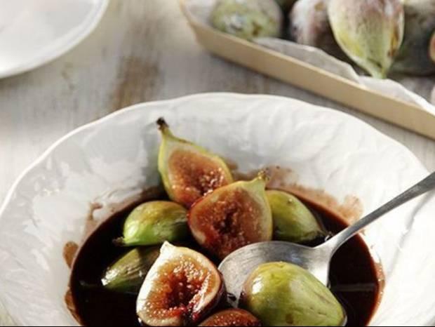 Συνταγή για σύκα με γλυκό κρασί Σάμου και σοκολάτα από τον Άκη Πετρετζίκη