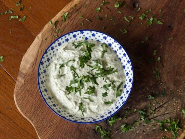 Συνταγή για σάλτσα ταρτάρ και αγγουράκι πίκλες από τον Άκη Πετρετζίκη