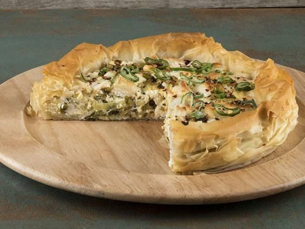 Συνταγή για πίτα με κατσικίσιο τυρί και πράσο από τον Άκη Πετρετζίκη