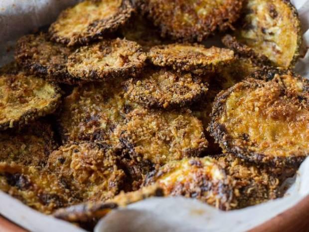 Συνταγή για ψητά κολοκυθάκια με παρμεζάνα από τον Άκη Πετρετζίκη