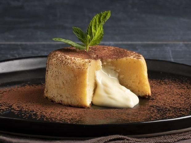 Συνταγή για moelleux λευκής σοκολάτας από τον Άκη Πετρετζίκη