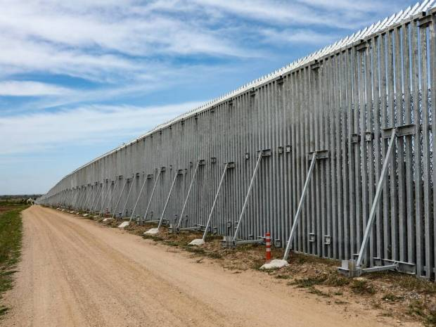 Τουρκία: Η Ελλάδα φτιάχνει το τείχος στον Έβρο για να προστατευθεί από τα τουρκικά τανκς