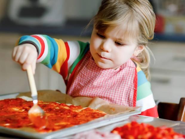 Τέσσερις συνταγές για πιτσα με σπιτική ζύμη