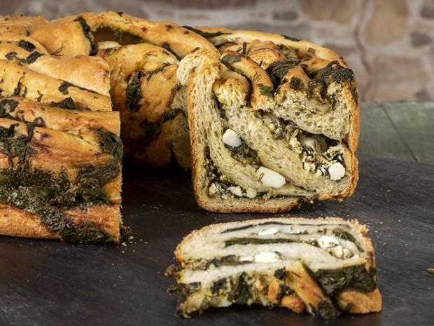 Συνταγή για αλμυρό κέικ σπανακόπιτα από τον Άκη Πετρετζίκη