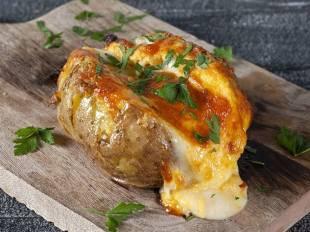 Συνταγή για γρήγορες πατάτες jacket από τον Άκη Πετρετζίκη